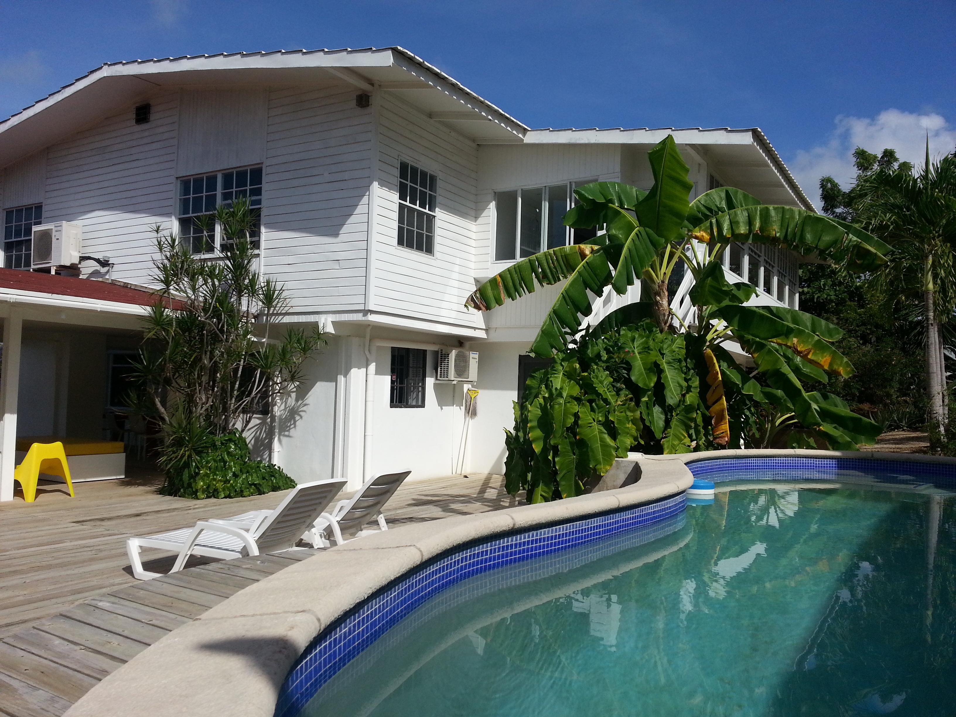Zonneterras en zwembad